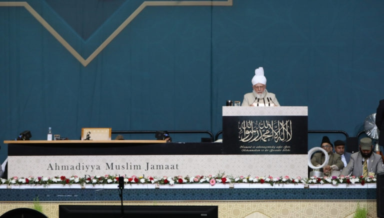 Introduce to the world your Prophet, the most excellent example – Huzoor delivers concluding address at Germany Jalsa