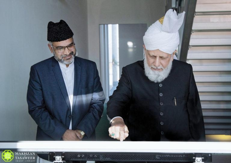 Hazrat Khalifatul Masih launches website covering Jamaat's history