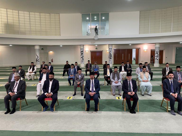Amila members of Majlis Ansarullah UK report to Hazrat Khalifatul Masih